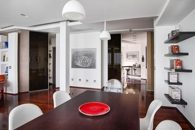 Particolare del tavolo della sala da pranzo di Casa Nomentana - officineMAMA - ph Emiliano Vincenti