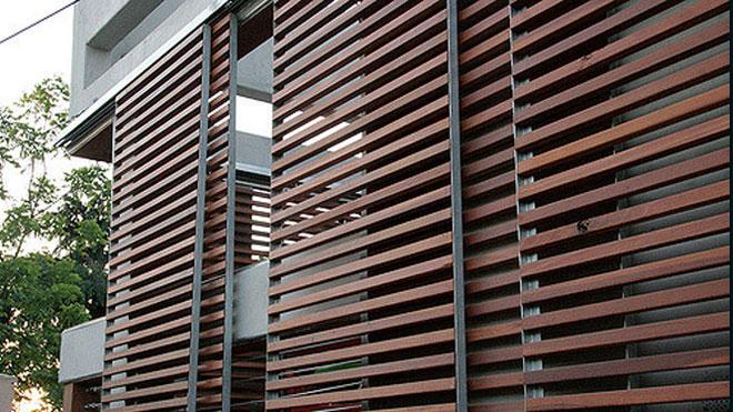 Frangisole verticali in legno